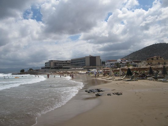 Aktia Lounge Hotel & Spa : L'hotel depuis la plage