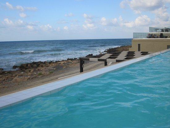 Aktia Lounge Hotel & Spa: Piscine à déversement