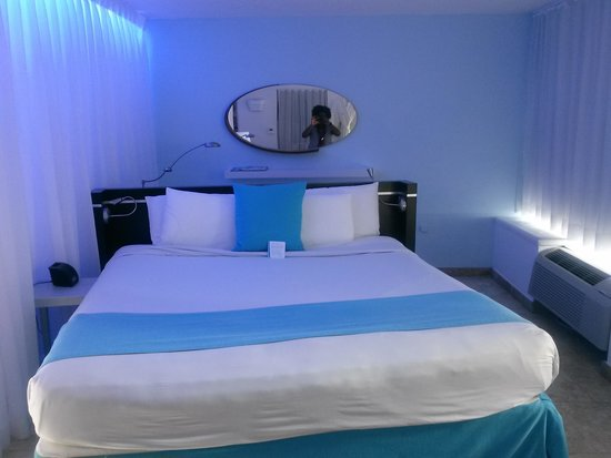 San Juan Water & Beach Club Hotel: King Size Bed