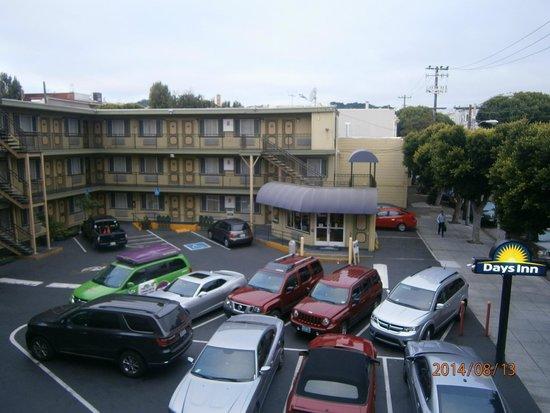 Days Inn San Francisco Downtown/Civic Center Area : La reception e il parcheggio