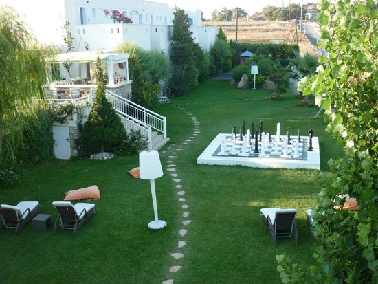 Mitos Suites: garden