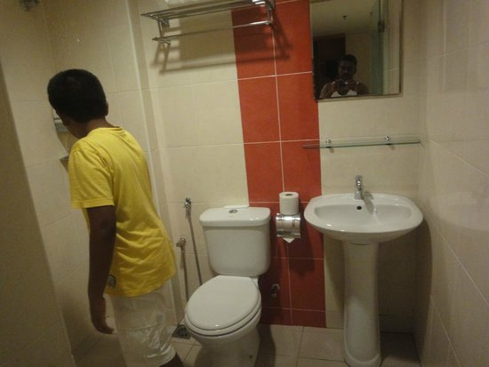 My Hotel at Sentral: The bathroom