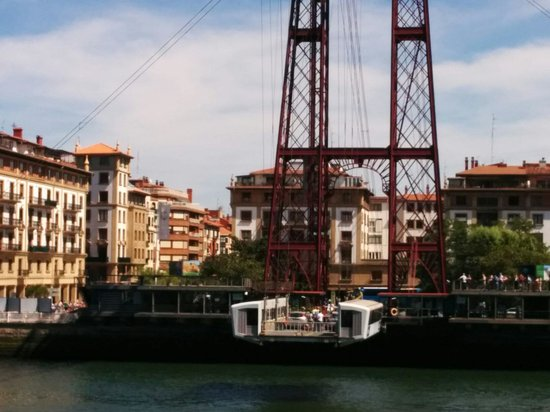 Puente Bizkaia: The gondola on the bridge