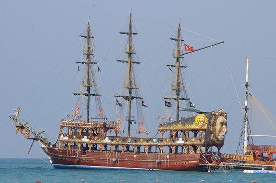Bateau pirate photo de melas holiday village side - Photo de bateau pirate ...