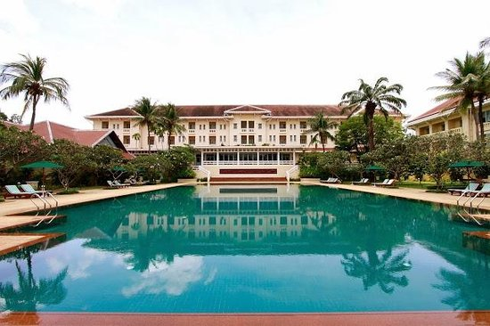 Raffles Grand Hotel d'Angkor: Pool of the Grand Hotel d'Angkor in Siem Reap, Cambodia