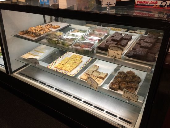 Rox Cafe: Sweets and salads to go