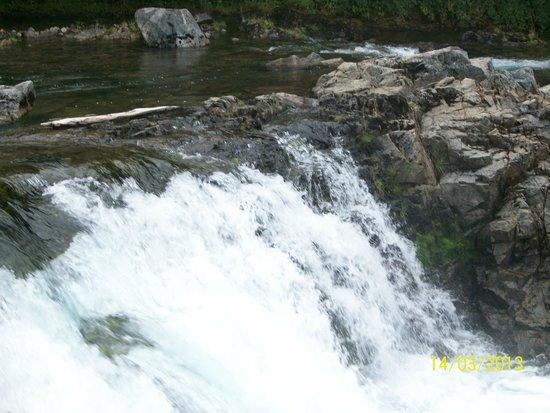 Vista cascada del rio Hermoso , a 25 km deOrilla Mansa
