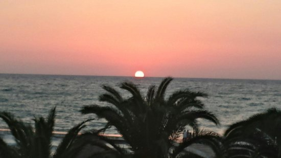 Atlantique Holiday Club: Beautiful sunset from Atlantique hotel ;)
