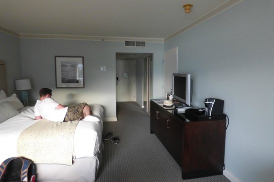 Loews Coronado Bay Resort: Our room and very comfy bed