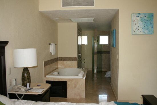 Villa del Palmar Cancun Beach Resort & Spa: Giant bathroom