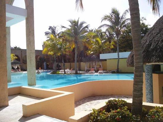 Melia Las Americas: Second pool with bar