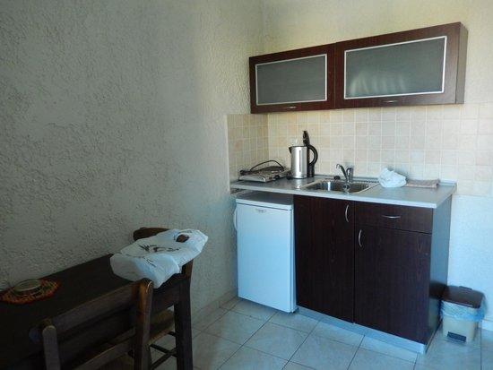 Despina Apartments: Kitchen