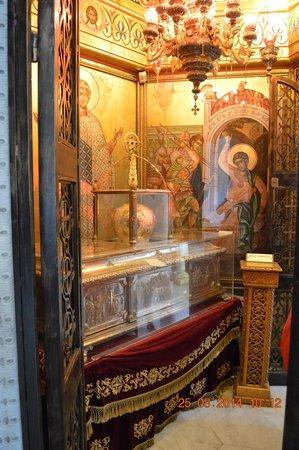 Church of Agios Dimitrios : cripta del santo