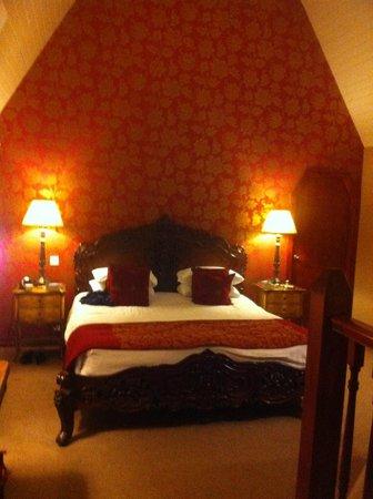 Highfield Hotel: woodford room,evening