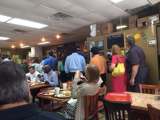 Arnold's Country Kitchen: The line that day. Lunch only!
