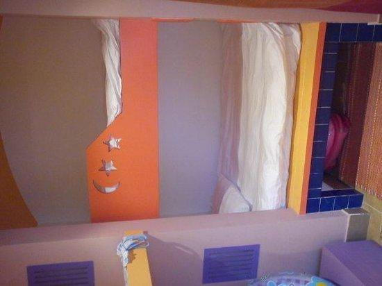 Hotel Novotel Sharm El Sheikh: детская кровать