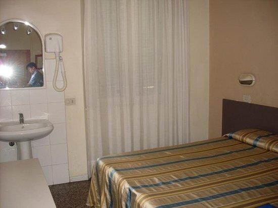 Hotel Moderno: Двухместный номер. Вид от двери