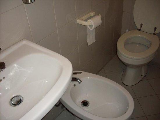 Hotel Moderno: Внешняя ванная комната