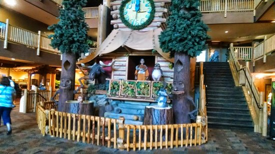 Great Wolf Lodge: the story tree!