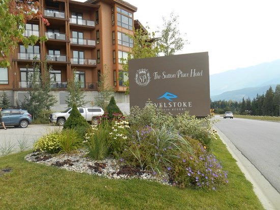 The Sutton Place Hotel Revelstoke Mountain Resort: Hotel Entrance