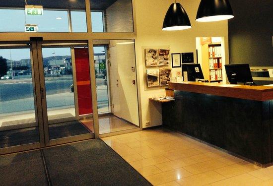Thon Hotel Alta: Resepsjon / Inngang