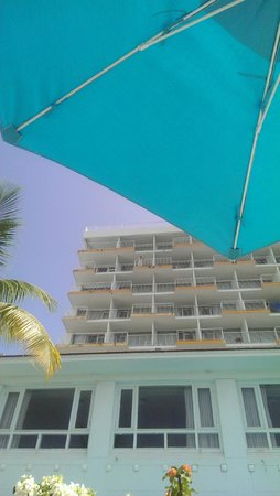 The Condado Plaza Hilton: Poolside from the lagoon side of the hotel