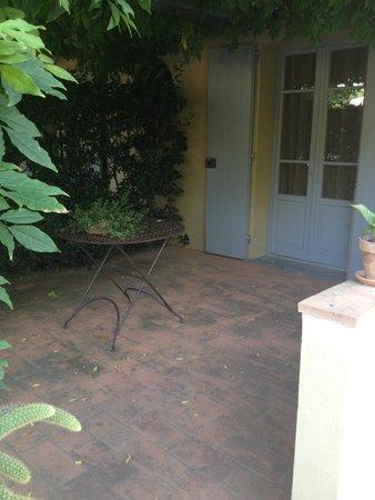 La Mandolata Bed and Breakfast: Bedroom#2 Courtyard