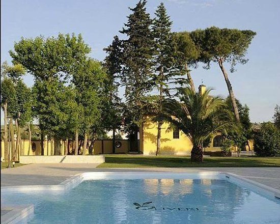 Villa Fiorita Hotel: Vista della chiesa presente nel giardino dell'hotel