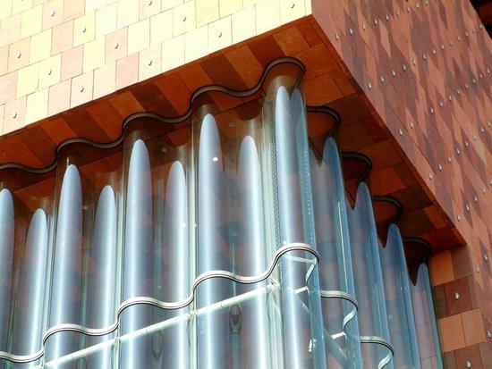 MAS - Museum aan de Stroom: De gewelfde glazen ramen