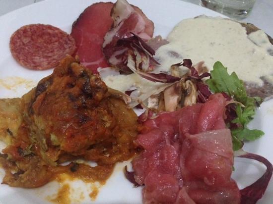 Walter's: mixed appetizers of cold cuts, carpaccio, vitello tonnato
