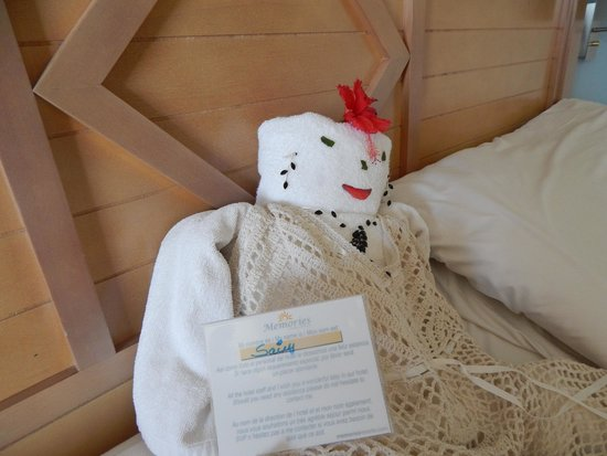 Memories Flamenco Beach Resort: little things maid made each day