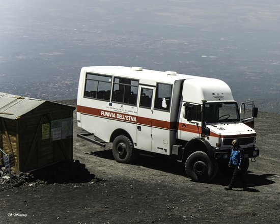 Monte Etna : 4X4 Bus at 2500m point on Mount Etna