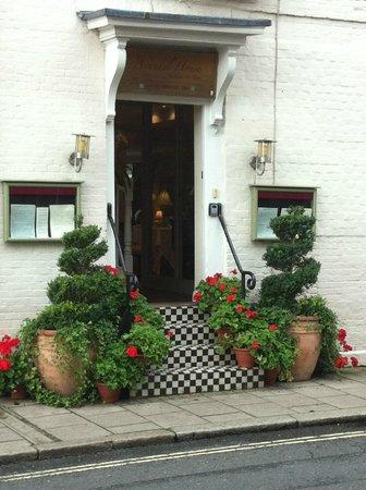 Arundel House: The stunning entrance ....