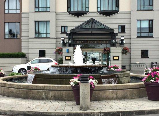 Delta Victoria Ocean Pointe Resort and Spa: Hotel entrance