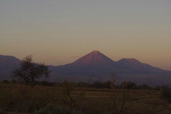 Tierra Atacama Hotel & Spa: Vista para vulcão Licancabur