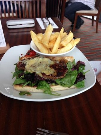 The Killeshin Hotel: steak sandwich in the bar/grill