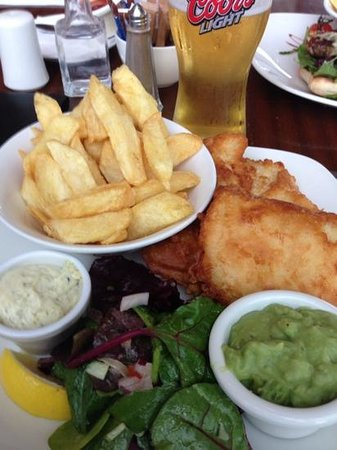 The Killeshin Hotel: Fish and Chips in the bar/grill