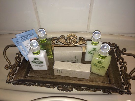 Bella Notte - The Inn at East Cliff: Bathroom amenities
