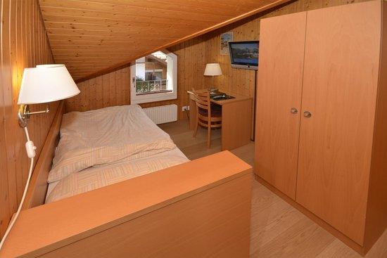 Hotel Roessli: Room 34