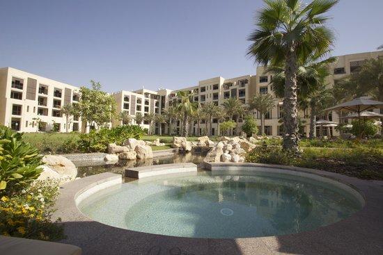 Park Hyatt Abu Dhabi Hotel & Villas: Little Pools