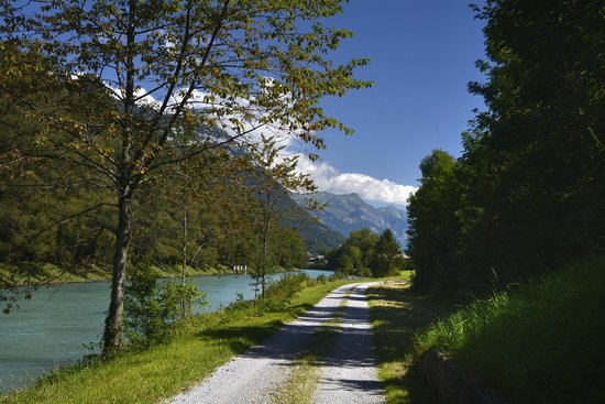 Hotel Roessli : Interlaken canal path