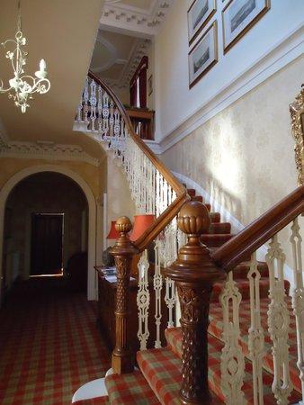 Hunters Quay Hotel: The main stairway.