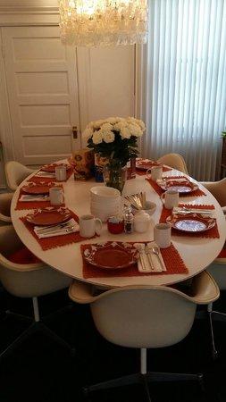 Inn on Castro : Breakfast table