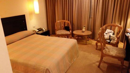 The Tarntawan Hotel Surawong Bangkok : The bed again