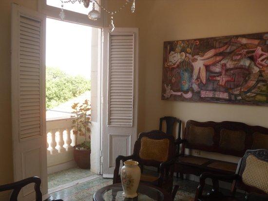 asomados al balcón de LA Habana - Picture of Hostal Casa Cuba ...
