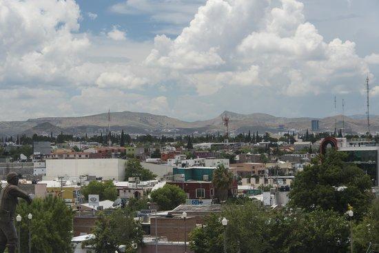 Hotel Plaza Chihuahua: vue sur la ville de la terrasse