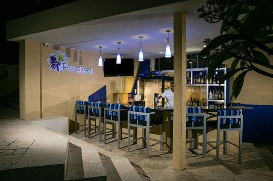 Blue Residences: Frangipani Bar & Terrace