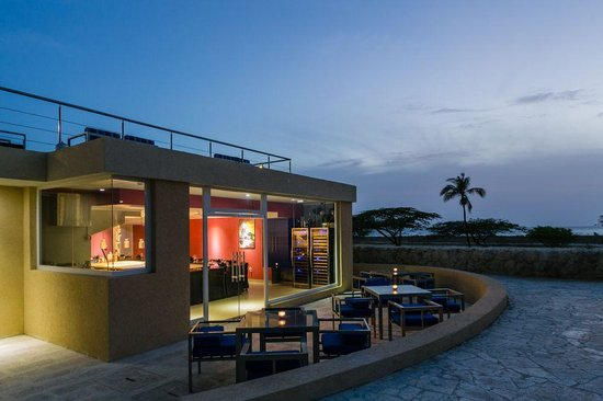 Blue Residences: Terrace Dining