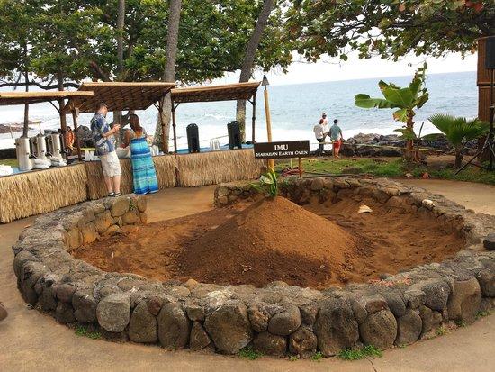 Royal Kona Resort Luau: Imu before ceremony