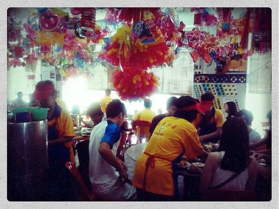 Tai Tong Restaurant: yummy dim sum with colorful experience